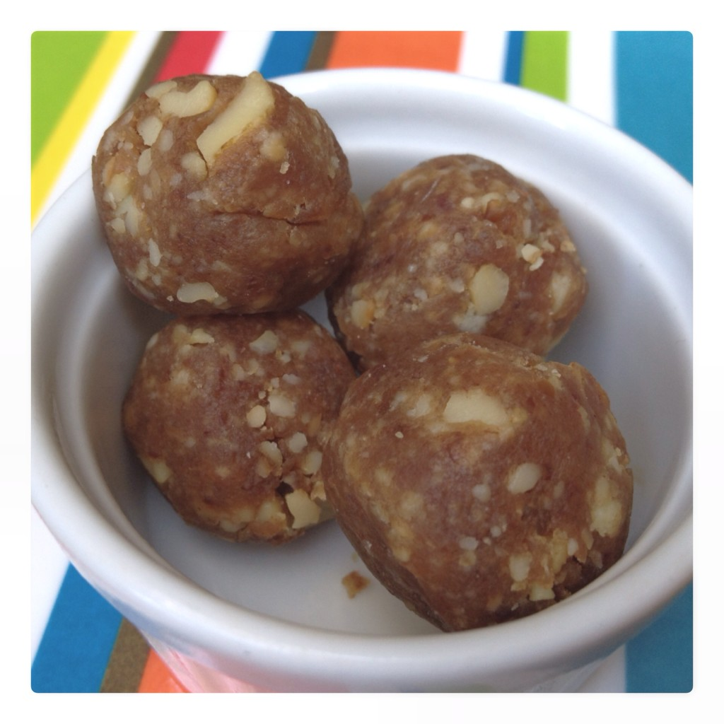 Healthy Cashew and Date Balls